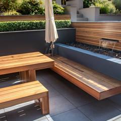 A Contemporary Terrace Garden:  Garden by Robert Hughes Garden Design