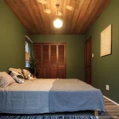 house-09(renovation): dwarfが手掛けた寝室です。,インダストリアル
