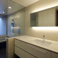 松山。道後の家: 澤村昌彦建築設計事務所が手掛けた浴室です。