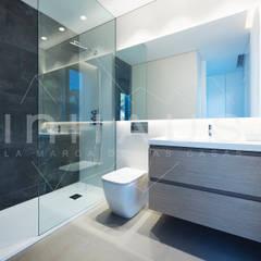 Modelo Manacor: Baños de estilo  de Casas inHAUS