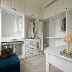 Dressing room by 理絲室內設計有限公司 Ris Interior Design Co., Ltd., Country