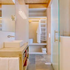 Monte Velho - Equo Resort: Casas de banho  por Ivo Santos Multimédia