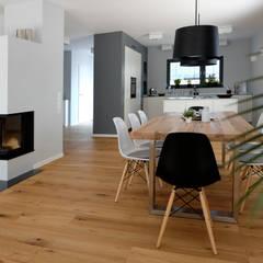 اتاق غذاخوری by Resonator Coop Architektur + Design