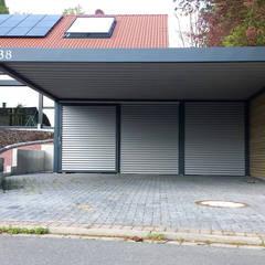 Garajes abiertos de estilo  por Carport-Schmiede GmbH & Co. KG Hersteller für Metallcarports und Stahlcarports