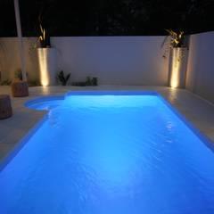 千葉県 個人N邸  (5.0m×2.5m レクタングル形状): プールカンパニー 株式会社プロスパーデザイン プール事業部が手掛けたビーチハウス・クルーザーです。,モダン
