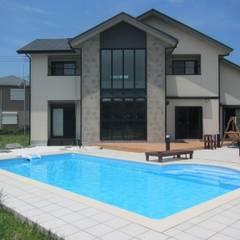 千葉県 個人N邸  (8.0m×4.0m レクタングル形状): プールカンパニー 株式会社プロスパーデザイン プール事業部が手掛けたビーチハウス・クルーザーです。,モダン