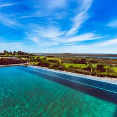 Luxuosa Propriedade no Algarve - Luxury Property in the Algarve: Piscinas  por Ivo Santos Multimédia