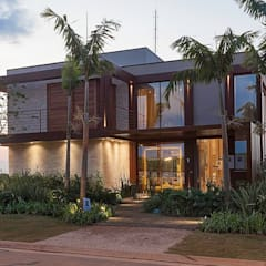 Residência Entreverdes : Casas familiares  por Izilda Moraes Arquitetura