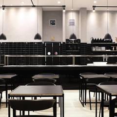 Restaurante Maru: Lojas e imóveis comerciais  por Solo Arquitetos