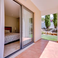 Luxuoso Apartamento T3 Hilton Vilamoura - Luxury 3 Bedroom Apartment Hilton Vilamoura Varandas, marquises e terraços clássicas por Ivo Santos Multimédia Clássico