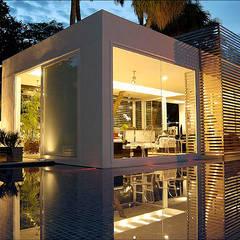 Pavilhão de Entrada - Campinas Decor : Portas de vidro  por Izilda Moraes Arquitetura