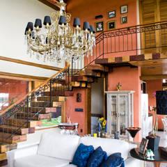 Residência Terras da Barra I: Corredores e halls de entrada  por VERRONI arquitetos associados