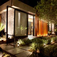 Pavilhão da Rádio CBN: Portas de entrada  por Izilda Moraes Arquitetura