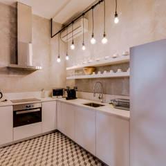 Apartamento Rua Boavista / Lisboa - Apartment in Rua Boavista / Lisbon: Cozinhas  por Ivo Santos Multimédia