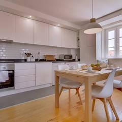Apartamentos Alfama / Lisboa - Apartments in Alfama / Lisbon Cozinhas modernas por Ivo Santos Multimédia Moderno