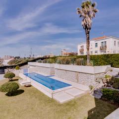 Luxuosa Villa S. Pedro Estoril / Lisboa - Luxury Villa S. Pedro Estoril / Lisbon: Jardins rústicos por Ivo Santos Multimédia