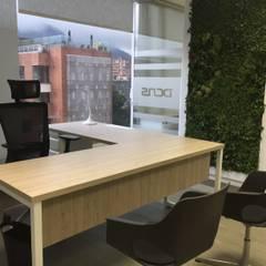 Oficinas en Bogotá: Edificios de oficinas de estilo  por Obras Son Amores, Minimalista Contrachapado