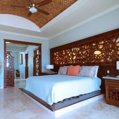 Villa Coquí Akumal: Recámaras de estilo mediterraneo por DHI Arquitectos y Constructores de la Riviera Maya