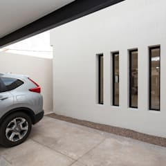 Garage/shed by Grupo Arsciniest,