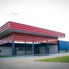 Núcleo Esperança - Vila Azul: Escolas  por VERRONI arquitetos associados