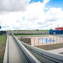 Núcleo Esperança - Mirassolândia: Escolas  por VERRONI arquitetos associados