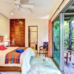 Dormitorios de estilo  por DHI Arquitectos y Constructores de la Riviera Maya