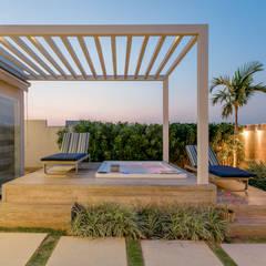 Spa de estilo  por Charis Guernieri Arquitetura