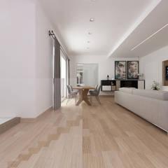 CASA AD: Soggiorno in stile  di De Vivo Home Design