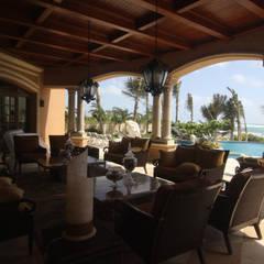 The principal terrace: Casas unifamiliares de estilo  por DHI Arquitectos y Constructores de la Riviera Maya