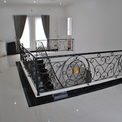Rumah di Duren Sawit, jakarta:  Dinding by Anantawikrama Studio