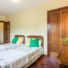 DORMITORIO: Dormitorios de estilo  de CCVO Design and Staging