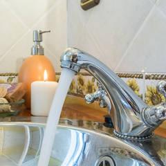 DETALLE: Baños de estilo  de CCVO Design and Staging