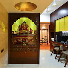 Khar Residence:  Study/office by SM Studio