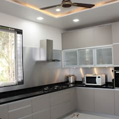Bunglow at Warje:  Kitchen units by Finch Architects