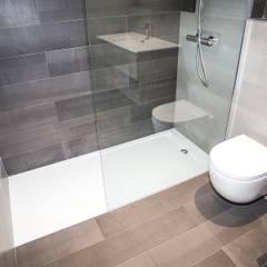 Diseño de baño: Baños de estilo  de Grupo Inventia