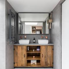 Dulwich Loft Conversation :  Bathroom by R+L Architect
