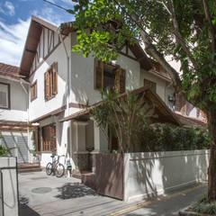 Fachada Principal Restaurada: Casas geminadas  por Baumann Arquitetura