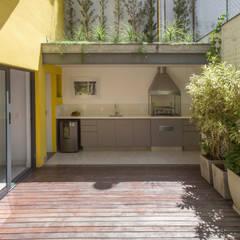 Pátio: Jardins de inverno  por Baumann Arquitetura