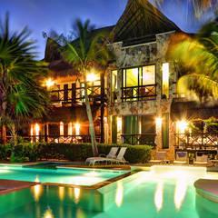 Haciendas de estilo  por DHI Riviera Maya Architects & Contractors