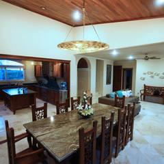 Villa coquí: Comedores de estilo mediterraneo por DHI Riviera Maya Architects & Contractors