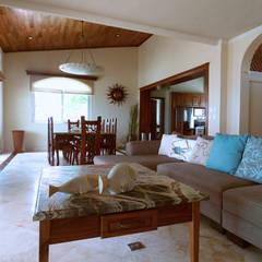 Villa coquí: Salas de estilo mediterraneo por DHI Riviera Maya Architects & Contractors
