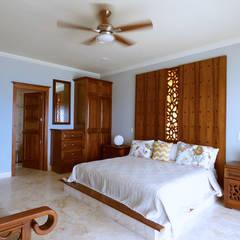 Villa coquí: Recámaras de estilo mediterraneo por DHI Riviera Maya Architects & Contractors
