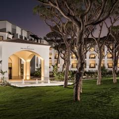 Khách sạn by ECOSSISTEMAS; Áreas Verdes e Sistemas de Rega.