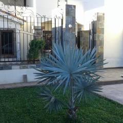 CASA DE CAMPO: Casas de campo de estilo  por ARQUITECTURA CONSTRUCCION