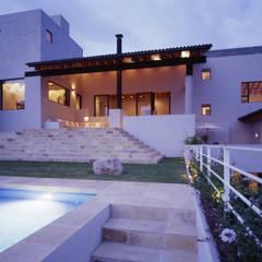 Casa D-P : Jardines en la fachada de estilo  por VÁZQUEZ DEL MERCADO - ARQUITECTURA