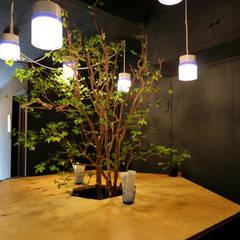 green stand: INTERIOR BOOKWORM CAFEが手掛けたオフィススペース&店です。,地中海 合板(ベニヤ板)