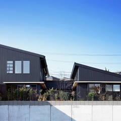 鹿児島の黒い家: 有島忠男設計工房が手掛けた二世帯住宅です。,オリジナル 金属