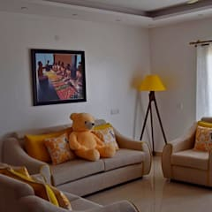 L&T South city, 3 BHK - Mr. Sundaresh:  Living room by DECOR DREAMS