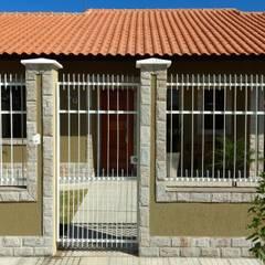 FACHADA PRINCIPAL: Casas familiares  por Richard Lima Arquitetura
