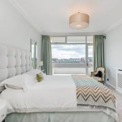 Avenue Road:  Bedroom by Novispace